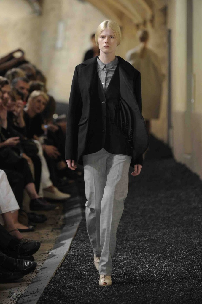 Figure 5. A typical Medium silhouette: Black woolen blazer with cotton pop-up vest attached; dark grey cotton shirt with chalkboard print tucked into light grey cotton trousers with white square pencil print, belted; nude pleated leather shoes. (Picture courtesy Shoji Fujii.)